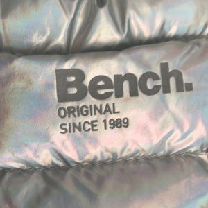 Bench silver slippers
